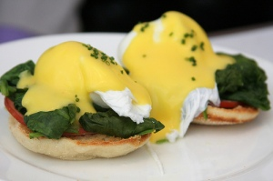 Eggs-Benedict-spinach-English-muffin-and-hollandaise-sauce-1