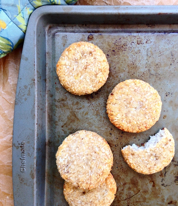 2-Ingredient-Banana-Coconut-Cookies-Pinterest1
