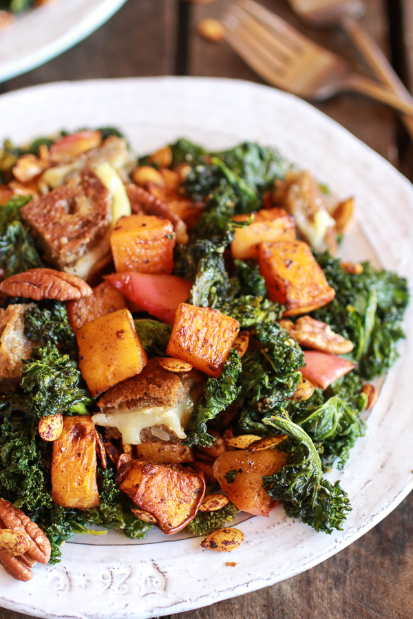Crispy-Kale-Roasted-Autumn-Salad-with-Brie-Grilled-Cheese-Croutons-5